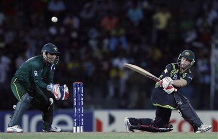 Australia's Matthew Wade (R) plays a shot as Pakistan's wicketkeeper Kamran Akmal watches during their Twenty20 World Cup Super 8 cricket match in Colombo October 2, 2012. REUTERS/Dinuka Liyanawatte