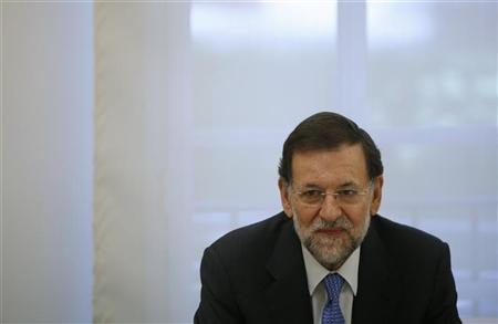 Spanish Prime Minister Mariano Rajoy poses for photographers at the start of his meeting with E.U Economic and Monetary Affairs Commissioner Olli Rehn (unseen) at Madrid's Moncloa Palace October 1, 2012. REUTERS/Susana Vera