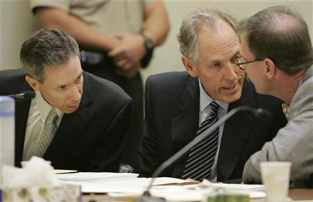Polygamist leader Warren Jeffs (L) confers with his defense attorneys Walter Bugden (R) and Richard Wright during his sentencing in the Fifth District Court in St. George, Utah November 20, 2007. REUTERS/Jud Burkett/Pool