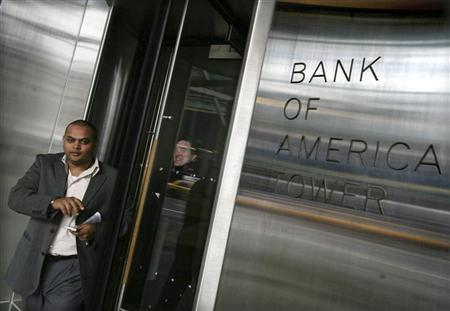 Bank of America employees exit the Bank of America Tower in New York, January 22, 2009. REUTERS/Brendan McDermid/Files