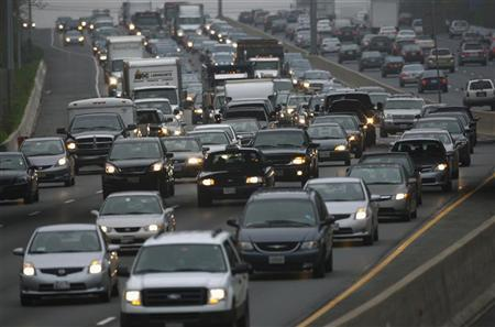 Morning commuter traffic moves slowly on the Washington Beltway, I-495, in Silver Spring, Maryland March 22, 2012. REUTERS/Gary Cameron
