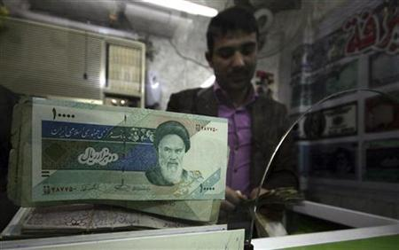 Iranian rial banknotes are seen at a currency exchange shop in Kerbala, 110 km (70 miles) south of Baghdad January 27, 2012. REUTERS/Mushtaq Muhammed