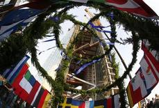 The topping out wreath carrying the flags of the 27 EU member states is lifted up during the topping out ceremony at the construction site of the new headquarters of the European Central Bank (ECB) in Frankfurt, September 20, 2012. REUTERS/Kai Pfaffenbach
