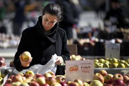 A woman shops for apples at a farmer's market in Union Square in New York February 20, 2012. REUTERS/Andrew Burton/Files