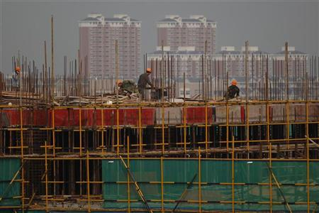 Migrant labourers work at a construction site in Pinghu, Zhejiang province September 28, 2012. REUTER/Aly Song