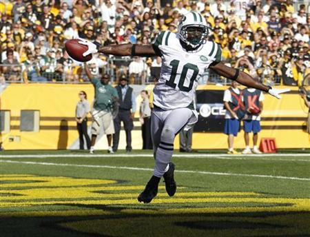 New York Jets Santonio Holmes (10) celebrates a touchdown against the Pittsburgh Steelers in the first quarter of their NFL football game in Pittsburgh, Pennsylvania, September 16, 2012. REUTERS/Jason Cohn