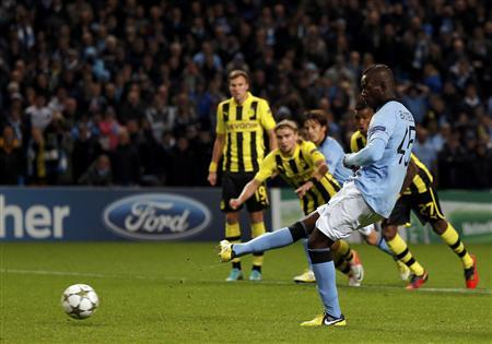 Manchester City's Mario Balotelli scores a penalty kick against Borussia Dortmund during their Champions League Group D football match in Manchester October 3, 2012. REUTERS/Phil Noble
