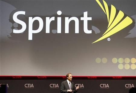 Dan Hesse, CEO of the Sprint Nextel Corporation addresses attendees during the International CTIA WIRELESS Conference & Exposition in New Orleans, Louisiana May 8, 2012. REUTERS/Sean Gardner