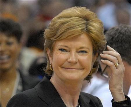 Former University of Tennessee Lady Volunteers head coach Pat Summitt reacts after her team defeated Rutgers University Scarlet Knights in their NCAA women's championship basketball game in Cleveland, Ohio April 3, 2007. REUTERS/John Sommers