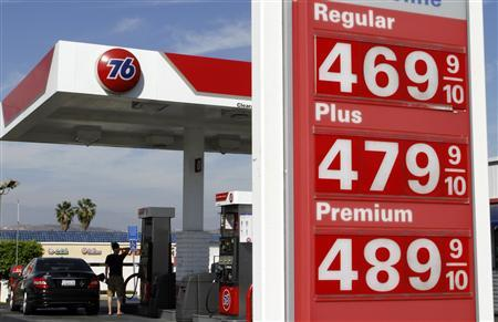 A man fills his car with gasoline at a Unocal gas station in Rowland Heights, California, October 4, 2012. REUTERS/Jonathan Alcorn