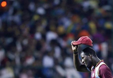 West Indies captain Darren Sammy gestures to the crowd after their Twenty20 World Cup Super 8 cricket match against Sri Lanka in Pallekele September 29, 2012. REUTERS/Dinuka Liyanawatte