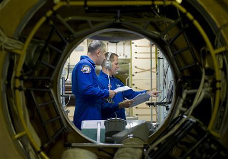 Russian cosmonaut Evgeniy Tarelkin (L) and NASA astronaut Kevin Ford concentrate during a training session at the Star City space centre outside Moscow September 12, 2012. REUTERS/Sergei Remezov