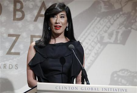 Andrea Jung, CEO of Avon Products Inc., accepts the Leadership in the Corporate Sector award during the Clinton Global Citizen Award ceremony marking the culmination of the Clinton Global Initiative in New York September 23, 2010. REUTERS/Lucas Jackson