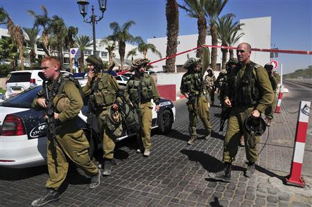 Israeli soldiers guard the area near a hotel at the Red Sea resort city of Eilat October 5, 2012. REUTERS/Storm Communications