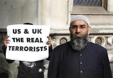 Demonstrator Anjem Choudary, protests in support of Islamist cleric Abu Hamza al-Masri, who is appealing against his extradition to the U.S., outside the High Court in London October 5, 2012. Washington accused the Egyptian-born 54-year-old of supporting al Qaeda, aiding a kidnapping in Yemen and plotting to open a U.S. training camp for militants. REUTERS/Luke MacGregor