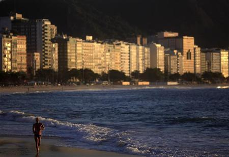 A man runs on Copacabana Beach in Rio de Janeiro, August 8, 2012. On the final day of the London 2012 Olympics, the world looks ahead to Rio de Janeiro and Brazil who will host the 2016 Olympic Games. Picture taken August 8, 2012. REUTERS/Ricardo Moraes