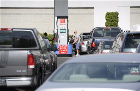 Customers wait in line to purchase gas at a Costco membership store in Simi Valley, California October 5, 2012. REUTERS/Phil McCarten