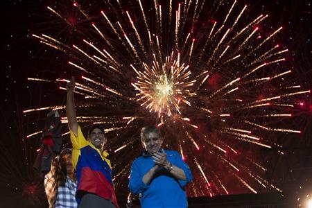 Venezuela's opposition presidential candidate Henrique Capriles (2nd L) greets supporters during a campaign rally in Barquisimeto, in the state of Lara October 4, 2012. REUTERS/Carlos Garcia Rawlins