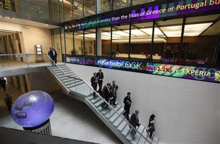 People walk down a stairway inside the London Stock Exchange Atrium in London November 17, 2011. REUTERS/Suzanne Plunkett
