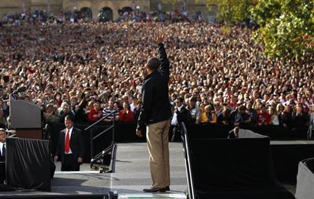 U.S. President Barack Obama waves to an estimated crowd of 30,000 at a campaign rally at the University of Wisconsin in Madison, Wisconsin October 4, 2012. REUTERS/Kevin Lamarque