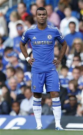 Chelsea's Ashley Cole waits for the start of their English Premier League football match against Norwich City at Stamford Bridge in London October 6, 2012. REUTERS/Suzanne Plunkett