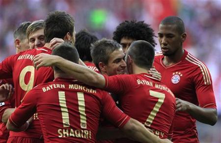 Bayern Munich's Franck Ribery is embraced by his team mates after his second goal during their German Bundesliga first division soccer match against Hoffenheim in Munich October 6, 2012. REUTERS/Michaela Rehle