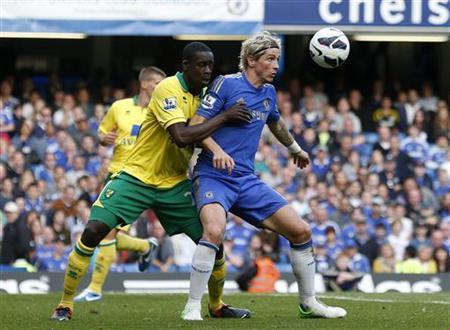 Norwich City's Leon Barnett challenges Chelsea's Fernando Torres during their English Premier League soccer match at Stamford Bridge in London October 6, 2012. REUTERS/Suzanne Plunkett