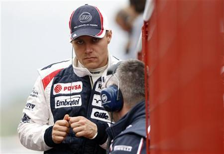 Williams Formula One driver Valtteri Bottas (L) of Finland attends an official F1 test session at the Mugello race track in central Italy May 1, 2012. REUTERS/Alessandro Bianchi/Files