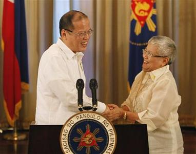 Philippine President Benigno Aquino shakes hands with Presidential Adviser on the Peace Process, Secretary Teresita Quintos-Deles after his speech on national television at the Malacanang palace in Manila October 7, 2012. REUTERS/Cheryl Ravelo