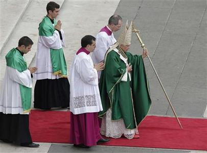 Pope Benedict XVI celebrates a mass marking the opening of the Synod of bishops in St. Peter's square at the Vatican October 7, 2012. REUTERS/Tony Gentile