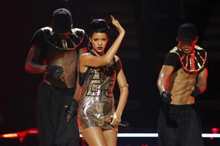 Singer Rihanna (C) performs with dancers during the 2012 iHeart Radio Music Festival at the MGM Grand Garden Arena in Las Vegas, Nevada September 21, 2012. REUTERS/Steve Marcus