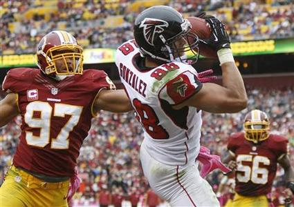 Atlanta Falcons tight end Tony Gonzalez (88) makes a touchdown catch against Washington Redskins linebacker Lorenzo Alexander (97) during the first half of their NFL football game in Landover, Maryland, October 7, 2012. REUTERS/Jonathan Ernst