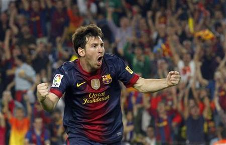 Barcelona's Lionel Messi celebrates after scoring a goal against Real Madrid during their Spanish first division soccer match at Nou Camp stadium in Barcelona, October 7, 2012. REUTERS/Albert Gea