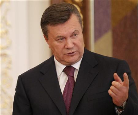Ukrainian President Viktor Yanukovich gestures after a signing ceremony in Kiev September 13, 2012. REUTERS/Gleb Garanich
