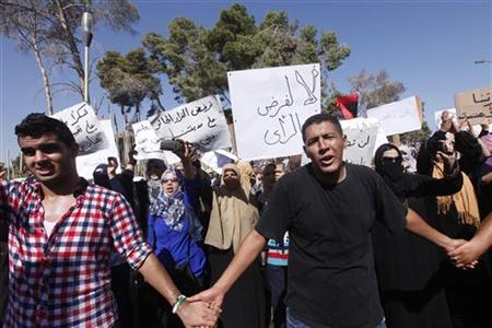 Protesters from Bani Walid shout slogans during a demonstration against the decision of the National Congress besieging the city of Bani Walid, in front of the National Congress in Tripoli October 7, 2012. REUTERS/Ismail Zitouny