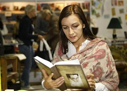 Ukrainian reporter Natalia Sokolenko visits a book fair in Kiev October 5, 2012. REUTERS/Anatolii Stepanov