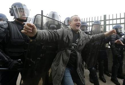 A worker shouts as he stands in front of French riot gendarmes during a demonstration in front of the entrance of the Paris Mondial de l'Automobile (Paris auto show) in Paris October 9, 2012. REUTERS/Jacky Naegelen