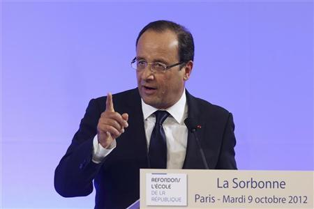 France's President Francois Hollande delivers a speech about public schools at the Sorbonne University in Paris October 9, 2012. REUTERS/Charles Platiau