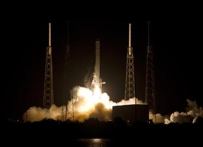 The SpaceX Falcon 9 rocket launches from Space Launch Complex 40 at the Cape Canaveral Air Force Station in Cape Canaveral, Florida in this October 7, 2012, file photo. A prototype communications satellite flying as a secondary payload aboard a Space Exploration Technologies Falcon 9 rocket was sent into the wrong orbit because of a problem during launch Sunday evening, officials said October 9, 2012. REUTERS/Michael Brown/Files