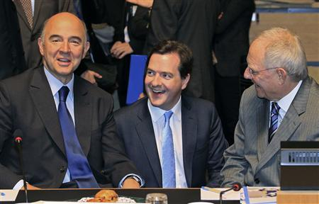 France's Finance Minister Pierre Moscovici (L), Britain's Chancellor of the Exchequer George Osborne (C) and Germany's Finance Minister Wolfgang Schaeuble (R) attend a European Union finance ministers meeting in Luxembourg October 9, 2012. REUTERS/Yves Herman