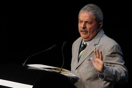 Brazil's former President Luiz Inacio Lula da Silva gestures during Seminar ''Mexico Siglo XXI'' in Mexico City, September 21, 2012. REUTERS/Edgard Garrido