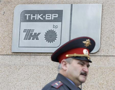 A police officer walks past a plaque of the oil firm TNK-BP at its headquarters in Moscow in this June 11, 2008 file photo. REUTERS/Sergei Karpukhin/Files
