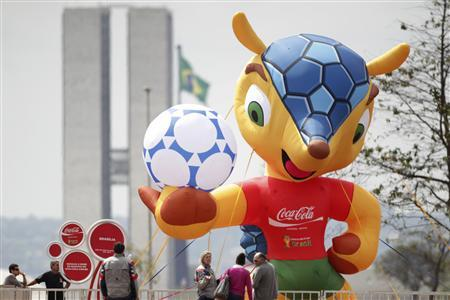 An inflated official mascot of the 2014 World Cup is seen at the Esplanade of Ministries in Brasilia September 24, 2012. REUTERS/Ueslei Marcelino