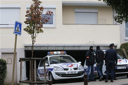 Members of a French special police unit stand in front of a garage entrance, where an anti-terrorist raid was conducted four days ago, in Torcy near Paris October 10, 2012. REUTERS/Christian Hartmann