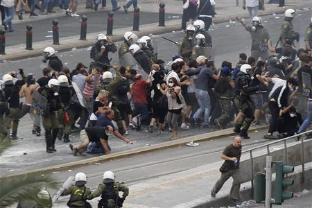Police try to disperse protesters during a violent protest against the visit of Germany's Chancellor Angela Merkel in Athens October 9, 2012. REUTERS/Grigoris Siamidis