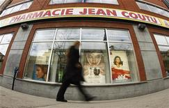 A pedestrian walks past a Jean Coutu pharmacy in downtown Montreal, April 28, 2010. Jean Coutu Group returned to a fourth-quarter profit on Wednesday, benefiting from higher prescription drug sales, but the Canadian drug store chain narrowly missed expectations for revenue. REUTERS/Shaun Best