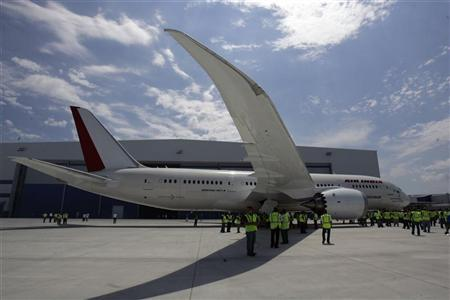The first 787 Dreamliner passenger jet to be assembled at Boeing's South Carolina facility is rolled out during a ceremony in North Charleston, April 27, 2012. REUTERS/Mary Ann Chastain