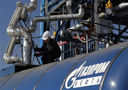 An employee works on an equipment at the Gazprom Neft oil refinery in Moscow September 20, 2012. REUTERS/Maxim Shemetov