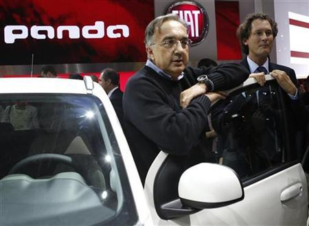 Fiat-Chrysler chief executive Sergio Marchionne (L) and Fiat Chairman John Elkann (R) pose next to a Fiat Panda 4x4 model on media day at the Paris Mondial de l'Automobile September 27, 2012. REUTERS/Jacky Naegelen