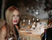 """A atriz Lindsay Lohan em jantar anual da Associação dos Correspondentes da Casa Branca em Washington. Lohan envolveu-se na quarta-feira (10/10 )em mais uma briga pública --desta vez com sua mãe no que a polícia de Long Island chamou de uma """"discussão verbal"""", do lado de fora da residência da família. 28/04/2012 REUTERS/Larry Downing"""